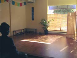 The Aloha Yoga studio space on a sunny day (image via alohayoga.ca)
